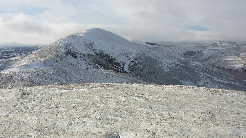Cracking day walking in the Pentlands. Snowy, icy, sunny, windy!  @walkhighlands http://t.co/NDTEee7z0r