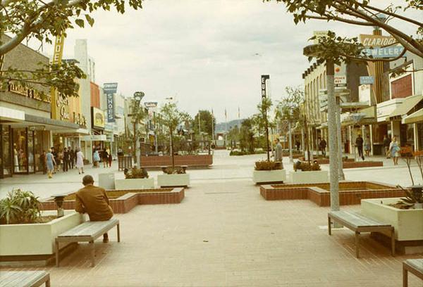 How Santa Monica's Third Street became a Promenade: http://t.co/dzE3cfli1X http://t.co/Kmsl5kHHZN