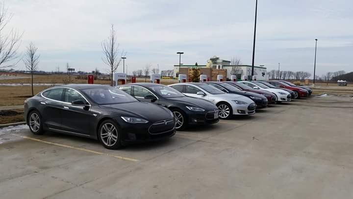 st louis tesla on twitter meetup at new springfield il supercharger with 26 people and 11 cars 8 from st louis and 3 from chicago http t co 1j9dpzzv17 twitter