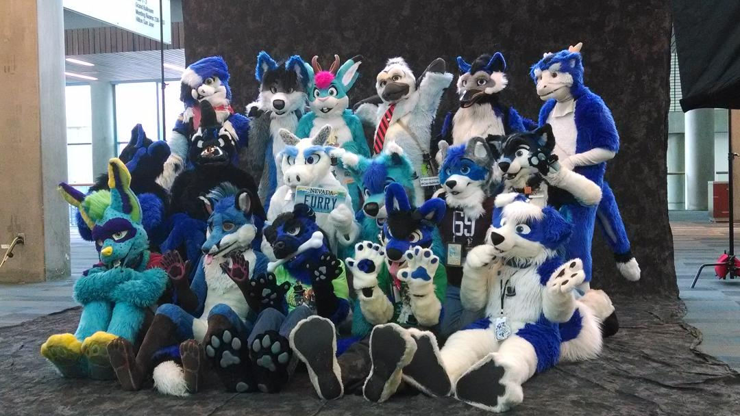 Take a look at all these awesome Blue Furs of the west coast! #fc2015 @NovaKorpov @Fopsicle http://t.co/6h9TXNjits