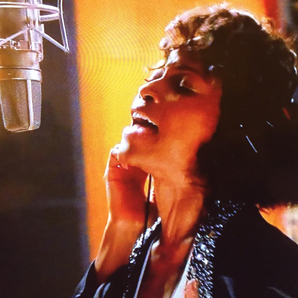 Look at this pic, and tell me you don't see Whitney!!!!! #WhitneyMovie http://t.co/Pkq1NxpmXe