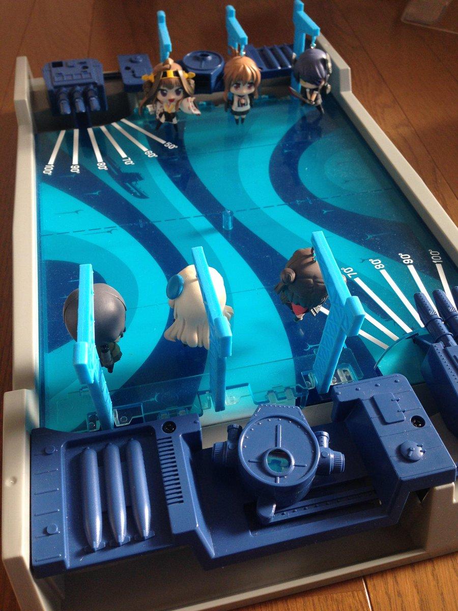 アオシマの艦これミニフィギュアで魚雷戦演習できないか試してみました。吊り下げアームをちょっと加工するだけで行けそう。エポックとコラボで専用アーム付きセット出してくれないかなあ。 http://t.co/uHLr6RUvKc