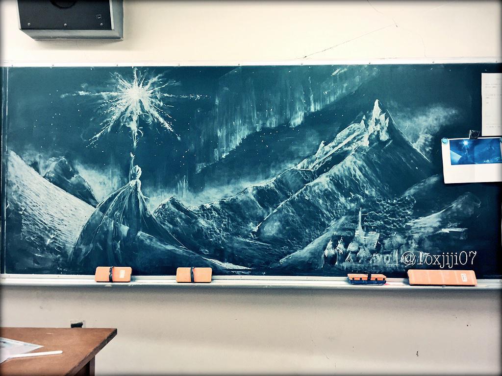 高校生活も残り少ないんだなぁと思って忘れ物取りに行くついでに黒板にがっっつりお絵かきしてきた(੭ˊ꒳ˋ)੭!!楽しかった...#Frozen pic.twitter.com/JC3YtWuoOw