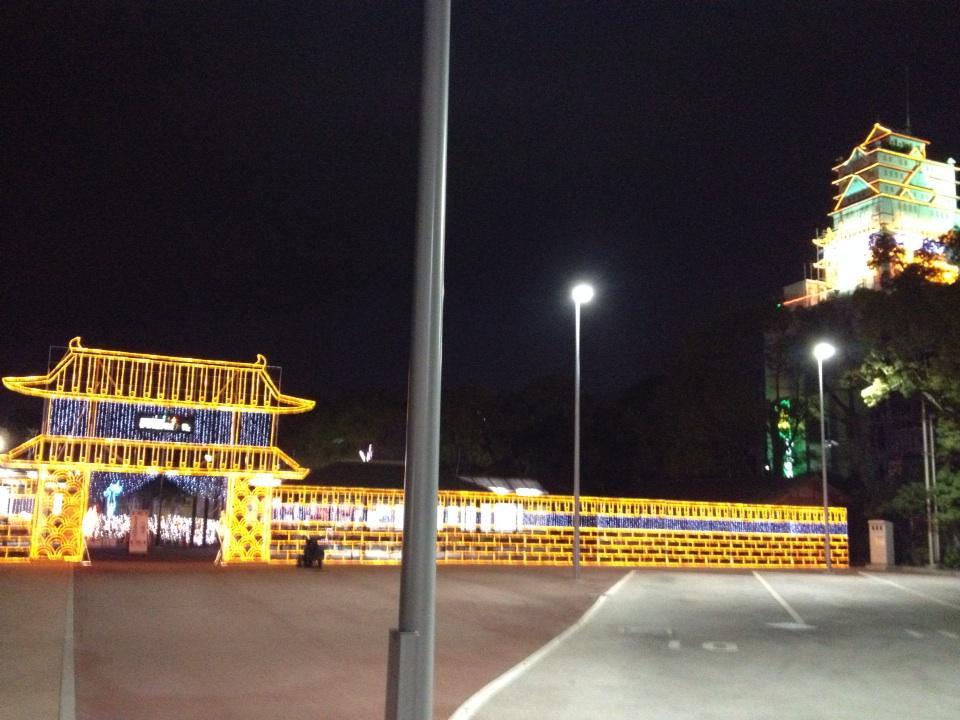 天王寺の名物ラブホ「醍醐」が、天王寺公園のイルミネーションイベントとまさかのコラボで苦笑いが止まりません。 http://t.co/dyfVlIiqgQ