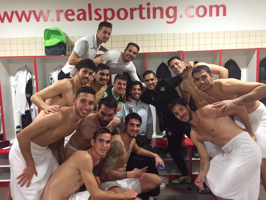 Grandísima victoria en el Molinón. Partido grande con aficiones grandes. http://t.co/8pwwvkLXFS