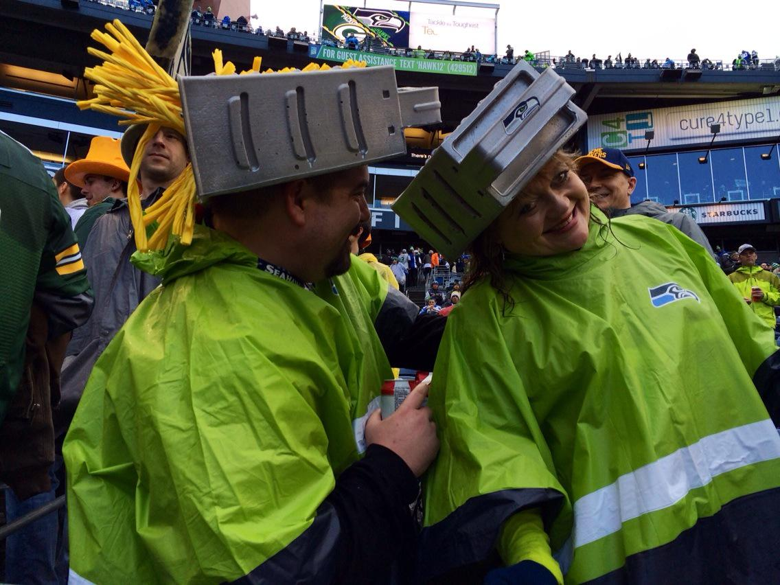 You have to love this! A pair of #Seahawks fans wearing cheese grater heads. #GBvsSEA http://t.co/zQPE2Ts246