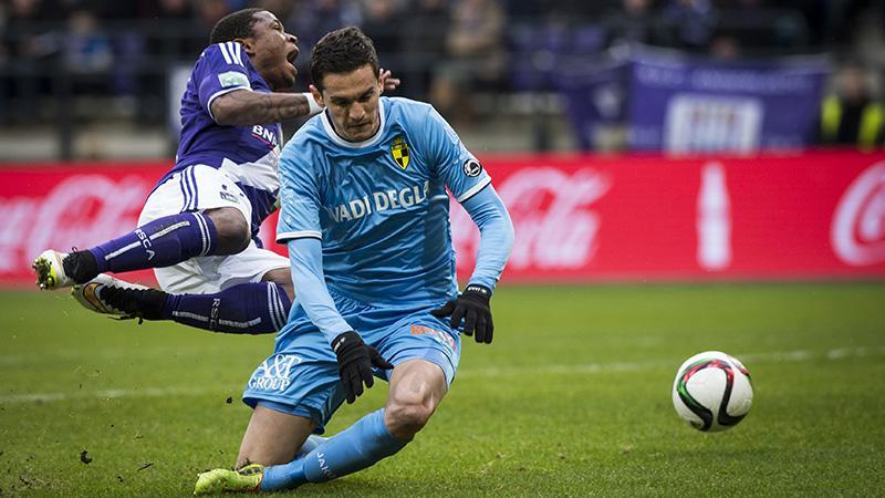 Mojsov gives away a penalty