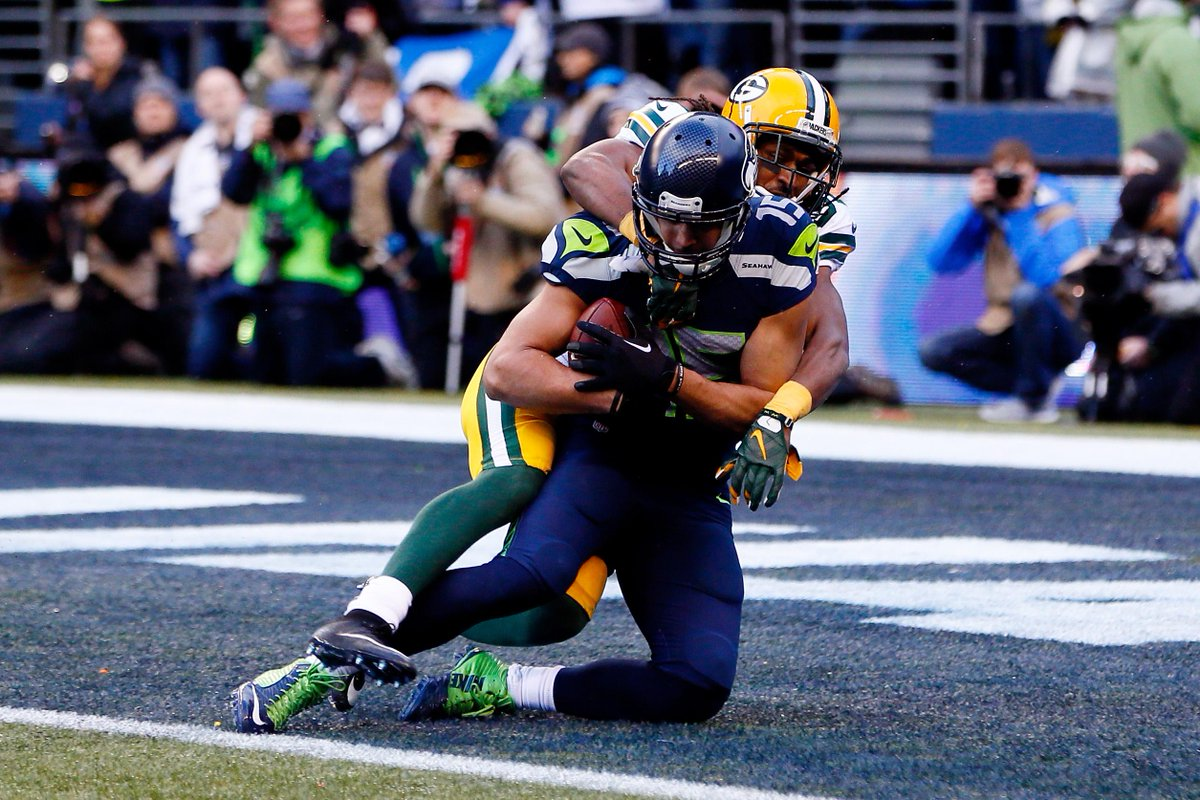 Jermaine Kearse hauling in the game-winning TD that sent the Seahawks to the Super Bowl. (@SportsCenter/Twitter)
