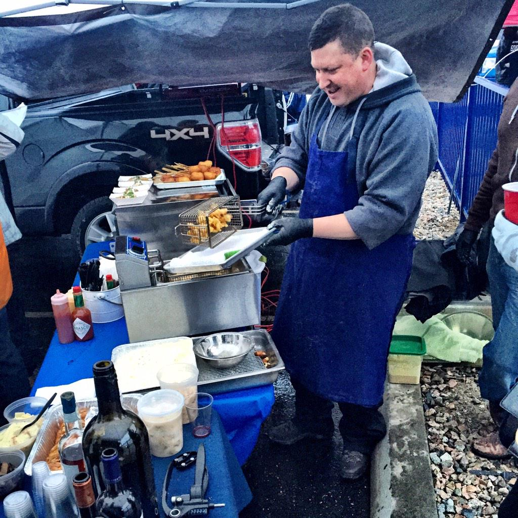 [serious tailgating] #AFCchampionship #gameday #nfl #eeeeeats http://t.co/lqIBetnRDR http://t.co/5xpkgu0Z39