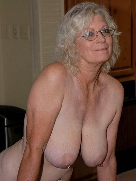 sexy mature single woman nude