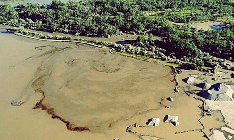 Breached pipeline spills up to 50,000 gallons of oil into Yellowstone River