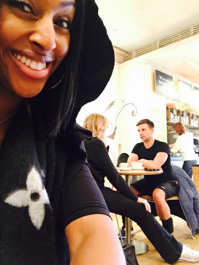 Lunch time... But look who's in the background ! Heheh ... A bit of Karen Bruce and @ElliotNixon6 😂😂 love you guys! http://t.co/Tg7L71Vry8