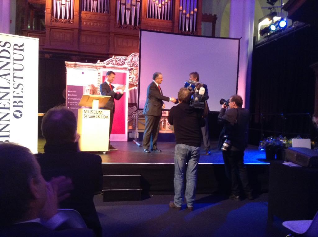 #bestebestuurder 2014 is geworden Ahmed Aboutaleb burgemeester van Rotterdam http://t.co/lupFykBIhb