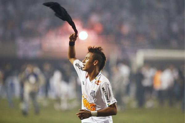 Sem Neymar e sem dinheiro, Santos está pronto para o rebaixamento http://t.co/4X90BDSgMg http://t.co/ZAgBGJlaZ0