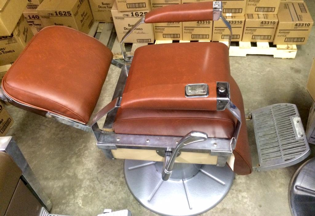 Brown Narda Barber Chair   (1 Of 2 Matching Chairs)   Reupholstered   $550  For This One!pic.twitter.com/b9wKBHiRL5