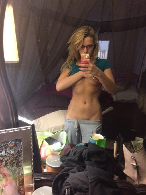Still working on abs.. I am getting close☺️ http://t.co/NW3S9dzWlE