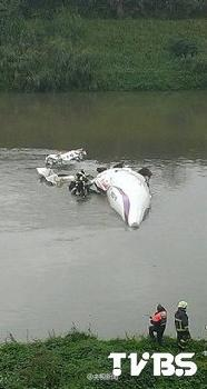 RT @XHNews: BREAKING: 9 passengers confirmed dead after Taiwan TransAsia Airways plane plunges into river http://t.co/zGaiZDXhrA