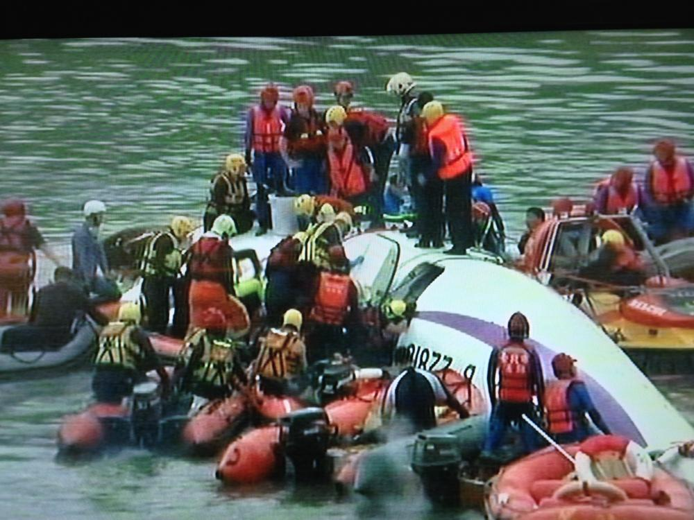 BREAKING NOW: rescuers in Taiwan search for survivors after #TransAsia plane crashes into river. All caught on cam http://t.co/zhB3zGnS9q