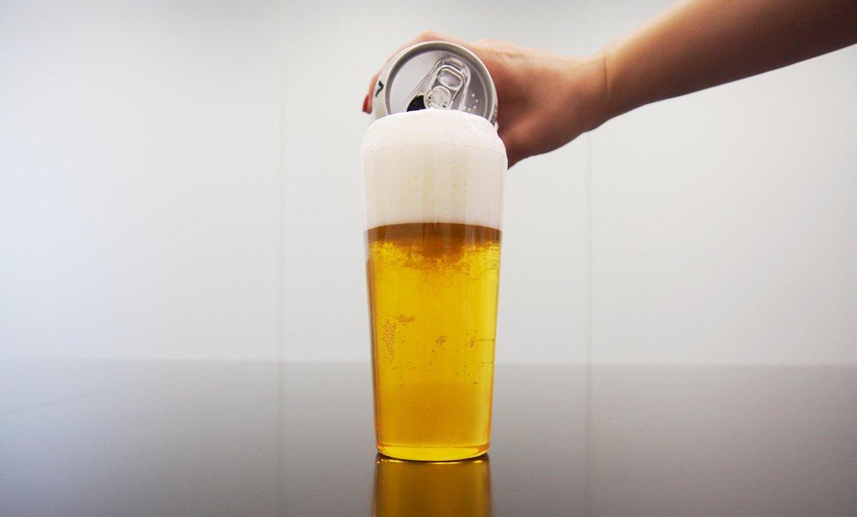 #3度注ぎSTEP③盛り上がった泡がグラスの縁よりも下がる前に、最後にビールを注ぎ足します。泡が崩れないようにそっと注ぎ込み、グラスから2cm程度、泡を盛り上げます。 pic.twitter.com/ISOqTf2ss5