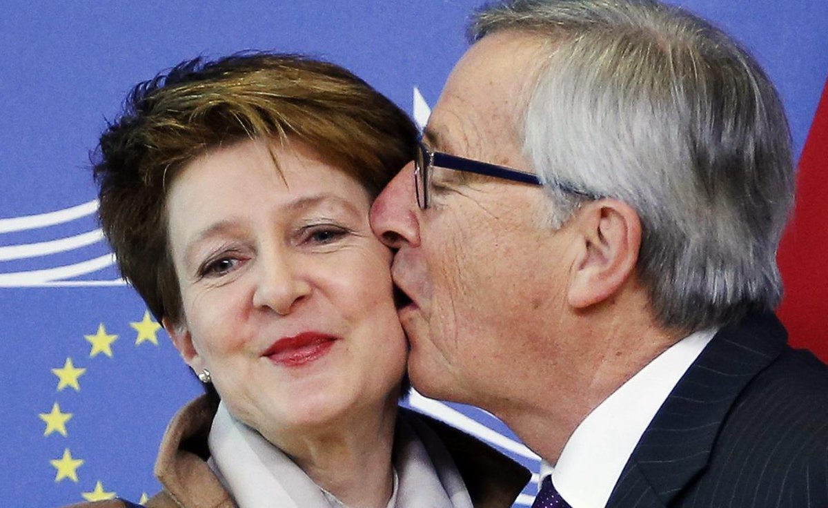 Historischer Moment: EU küsst die Schweiz. http://t.co/0q1Z8GWY3R RT @konradweber #Politik #Schweiz #EU