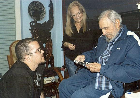 #Cuba publishes first photos of Fidel Castro in nearly six months  http://t.co/x6b0bulNAJ #FidelCastro http://t.co/eKRQ0Qqb4x