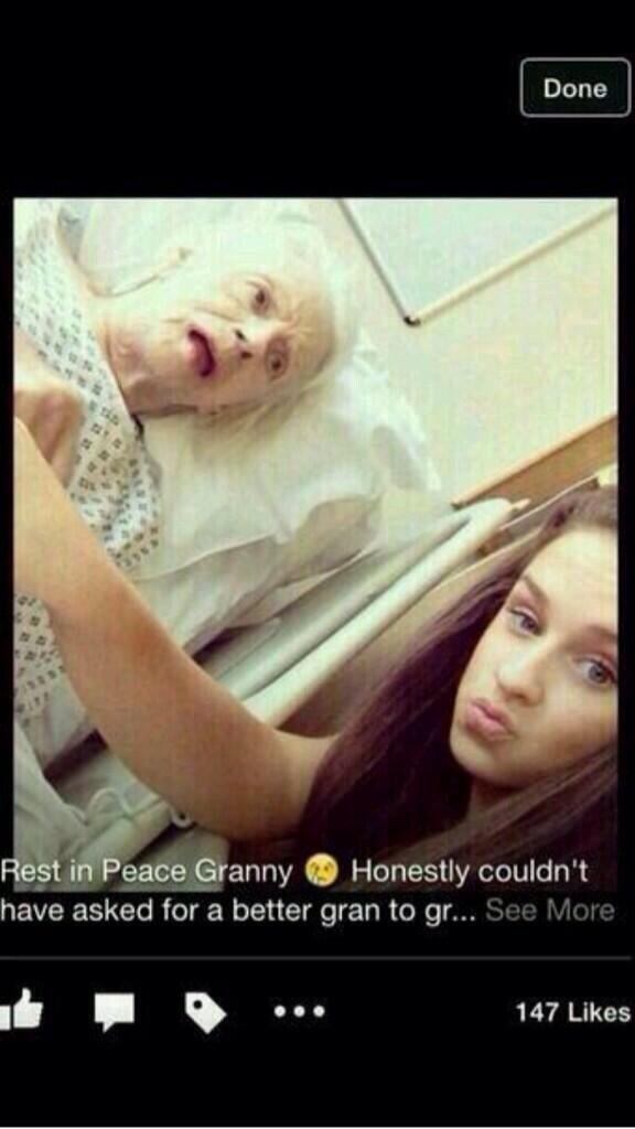 Selfies me njerez te vdekur B86C3QKIAAA8OY0