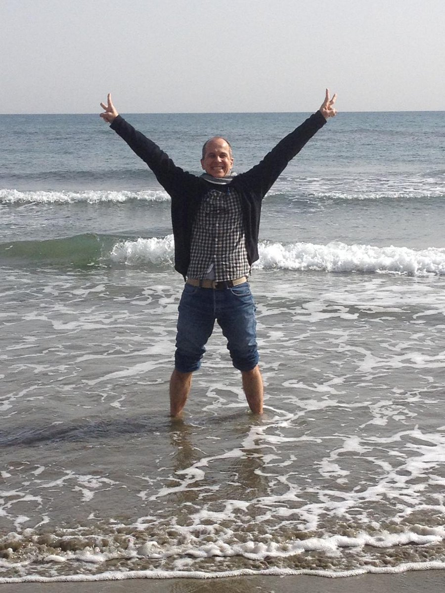 Whatever you're doing LOOK AT THIS PICTURE OF @PeterGreste <3 http://t.co/3JalgAt0mm