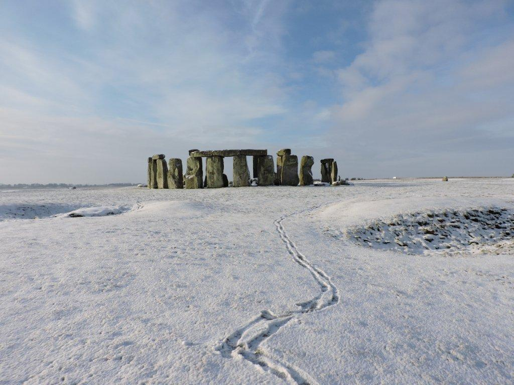 A gorgeous snowy #Stonehenge taken this morning! #timeforwiltshire http://t.co/QOncd4wnyR