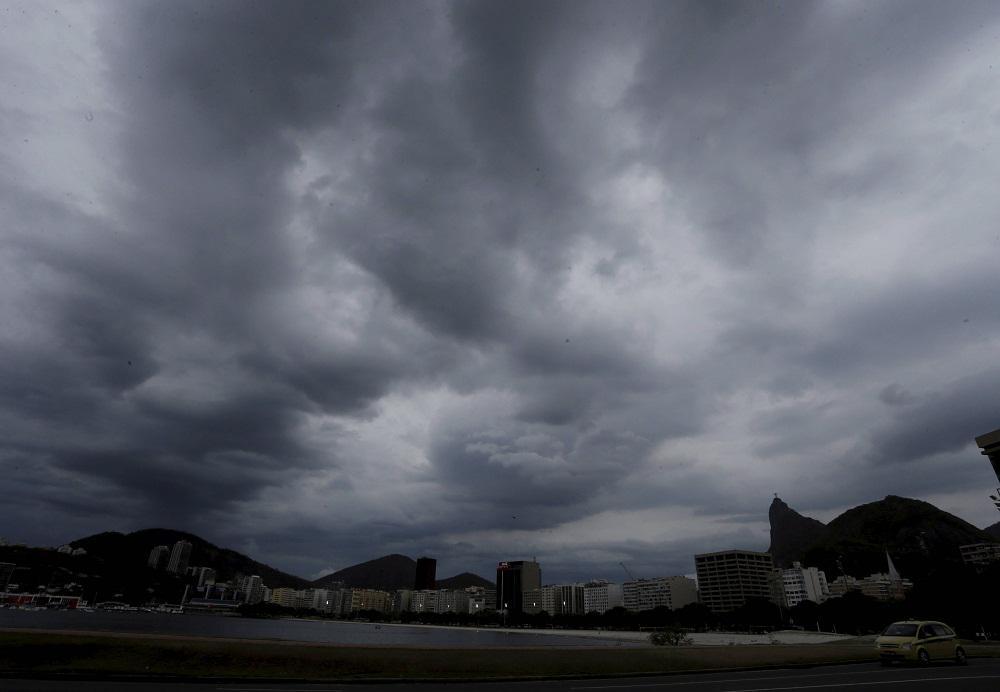Nova frente fria deve chegar ao Rio na próxima quinta-feira, segundo a meteorologia. http://t.co/wjjye670ob http://t.co/bfMNHkePVX