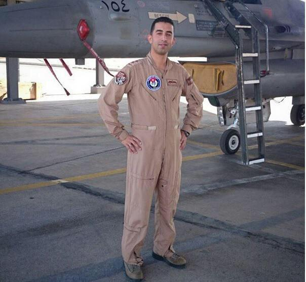 Please share photos of how the #JordanianPilot lived rather than the horrific way he died. http://t.co/2JPDF5IqPJ