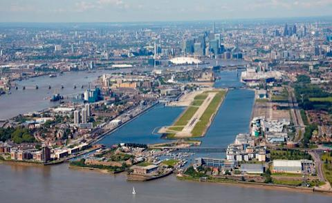 London City Airport gets approval from Newham Council for major expansion http://t.co/NoE4ezEqZj http://t.co/yHxMTbFpcw