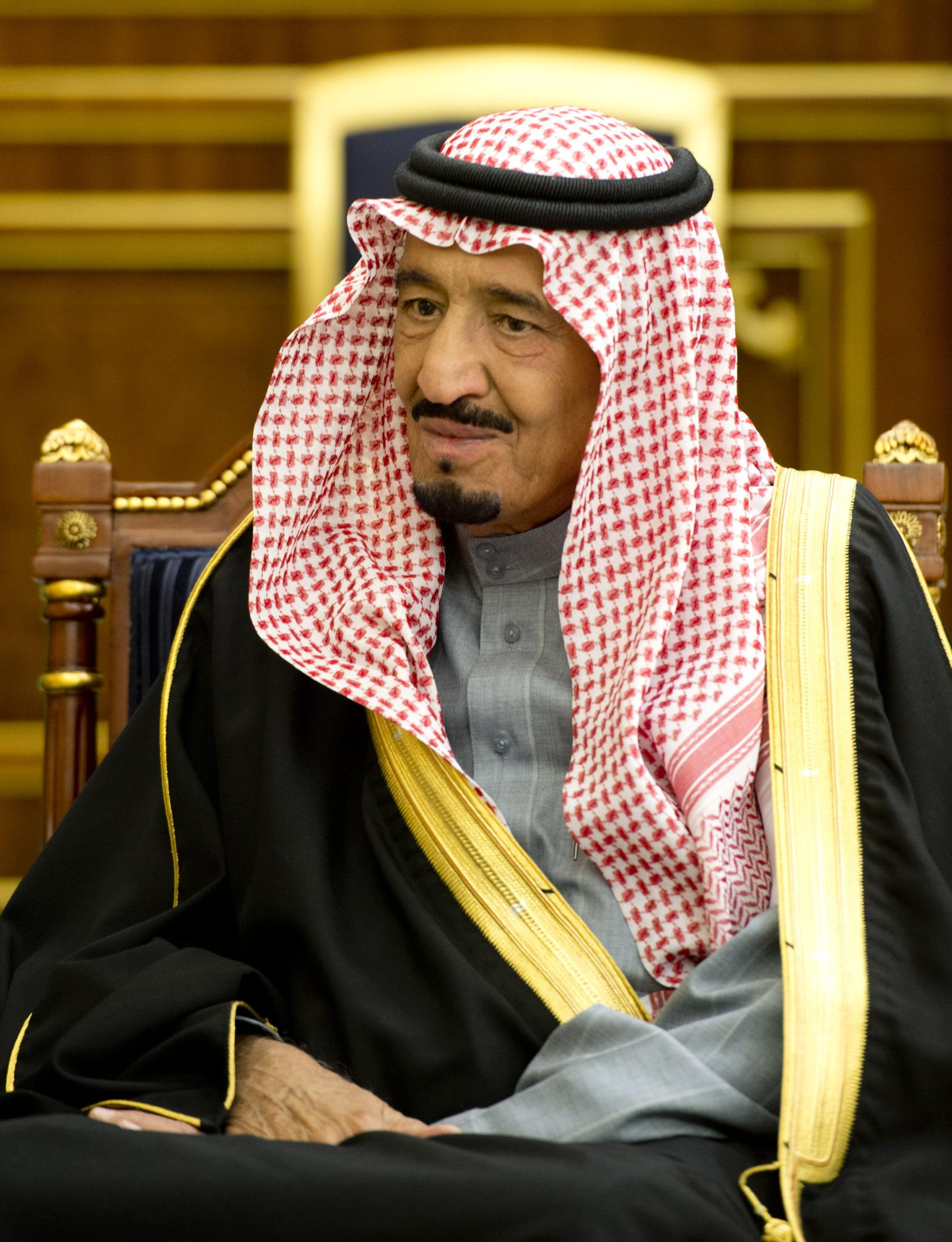 как живет король саудовской аравии фото образования ступнях
