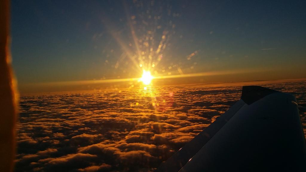 """... """"driving"""" home above the clouds at sunset yesterday....  X @TAAUK http://t.co/4f27aWh4Od"""
