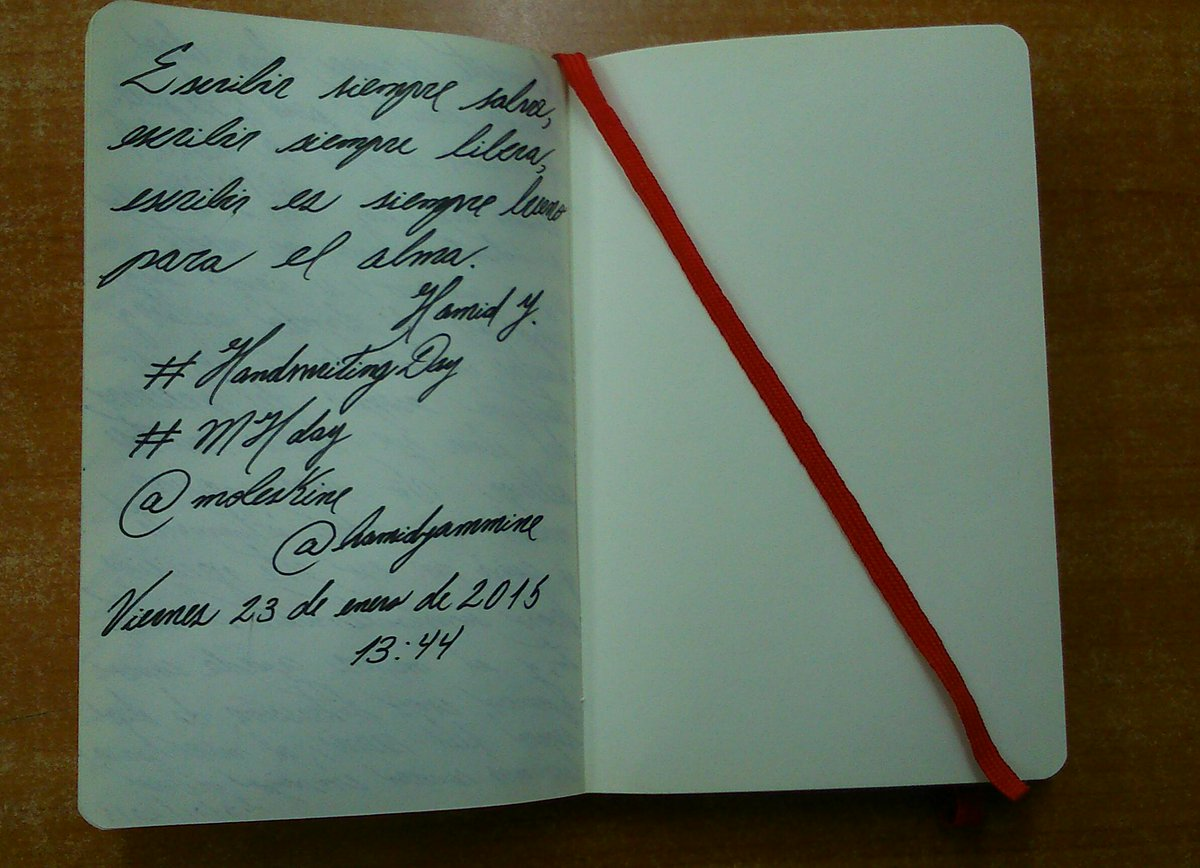 Escribir siempre salva... ¡Feliz #HandwritingDay! #MHday @moleskine http://t.co/W7d4dvH6A3