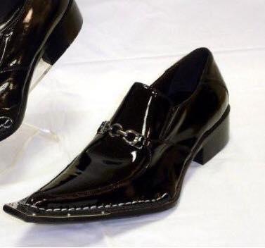 Burak özçivit şu ayakkabıya benziyo