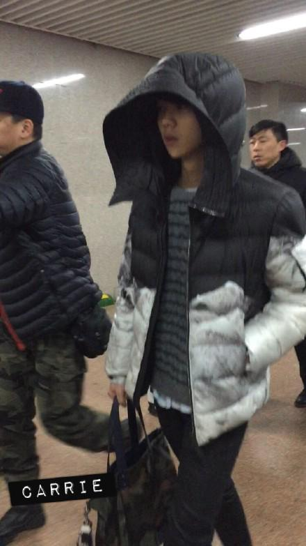 [PREVIEW] 150124 Beijing West Railway Station [25P] B8FH3A_CcAEpGXL