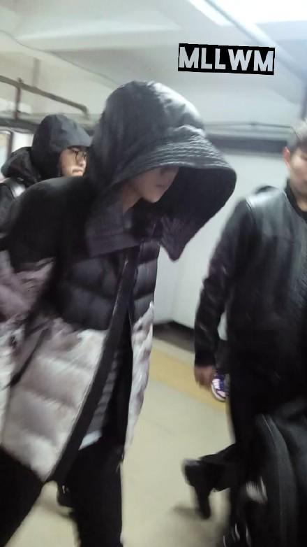 [PREVIEW] 150124 Beijing West Railway Station [25P] B8FHexRCUAApYH2