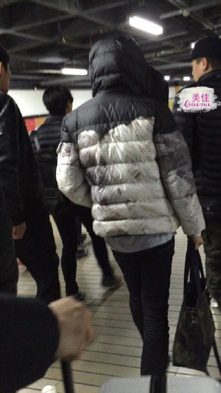 [PREVIEW] 150124 Beijing West Railway Station [25P] B8FIIGoCUAAnVE0