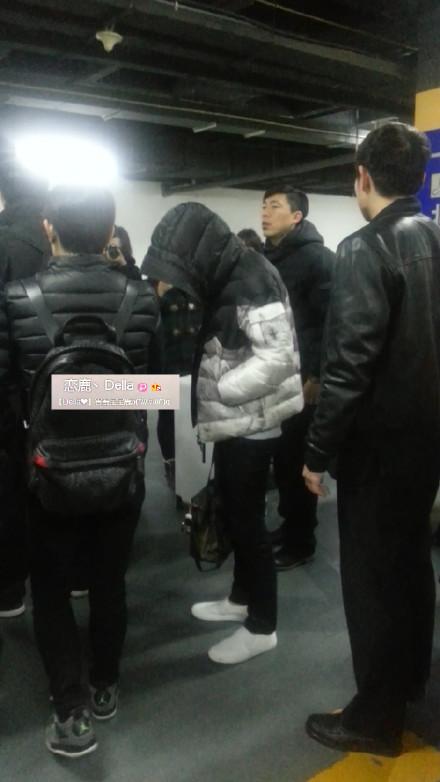 [PREVIEW] 150124 Beijing West Railway Station [25P] B8FIOe-CYAAhqTa