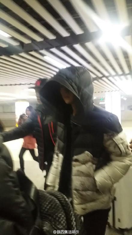 [PREVIEW] 150124 Beijing West Railway Station [25P] B8FIVEICYAEMUCx