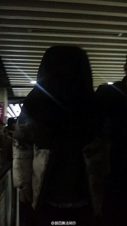 [PREVIEW] 150124 Beijing West Railway Station [25P] B8FIVj4CEAARAz3