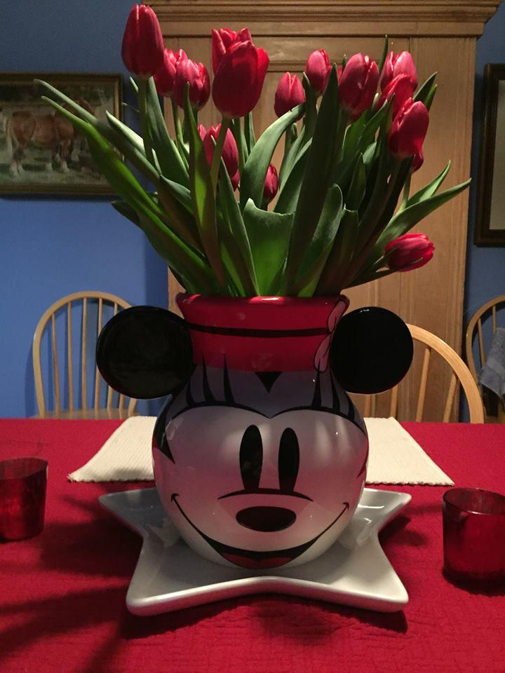 With a Minnie Mouse vase on our president's table, is it any wonder why the Make It Happen team believes in magic? http://t.co/fm85199Aky