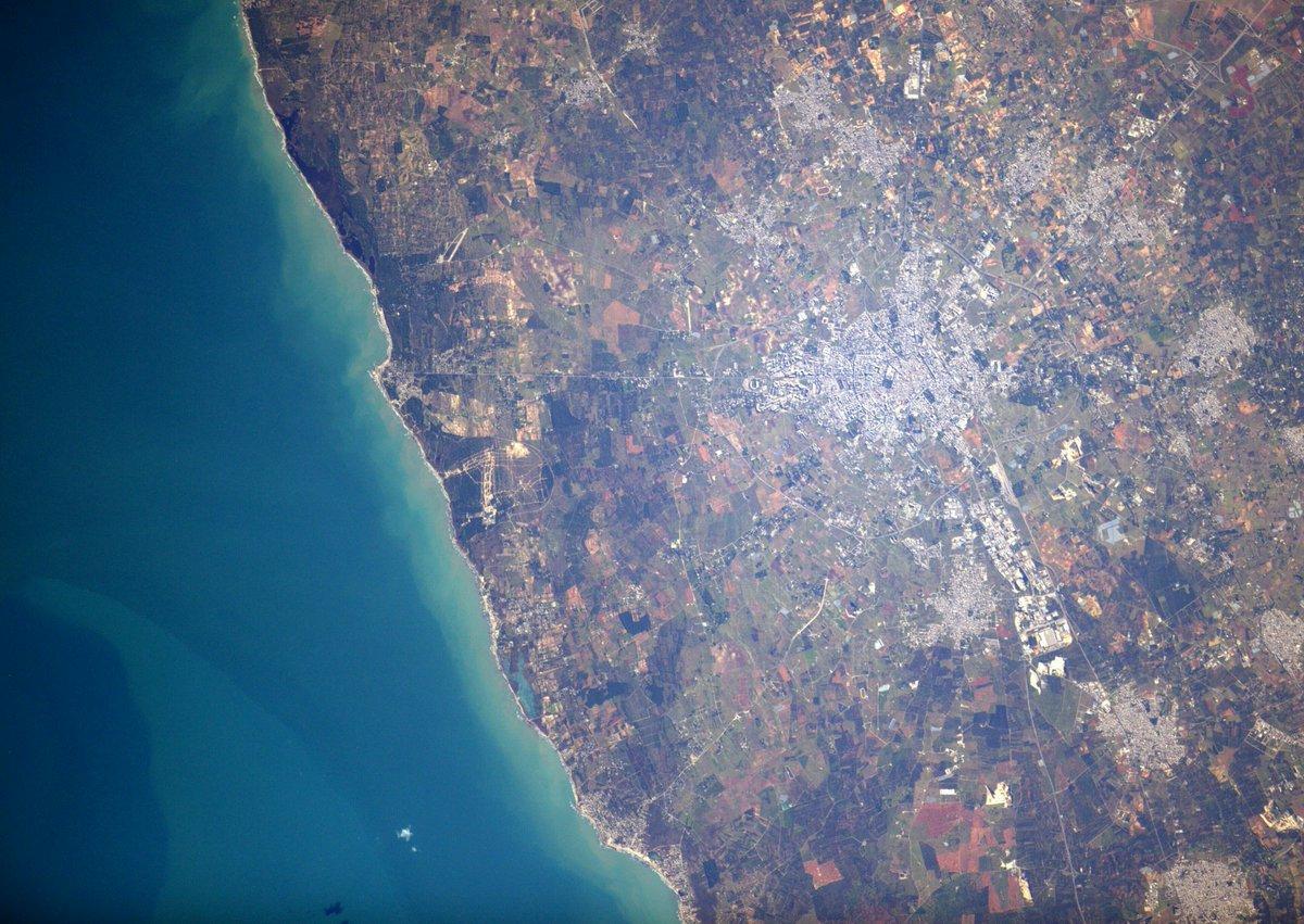 Foto di Lecce fatta dall'astronauta Sam Cristoforetti dal suo account twitter @AstroSamantha