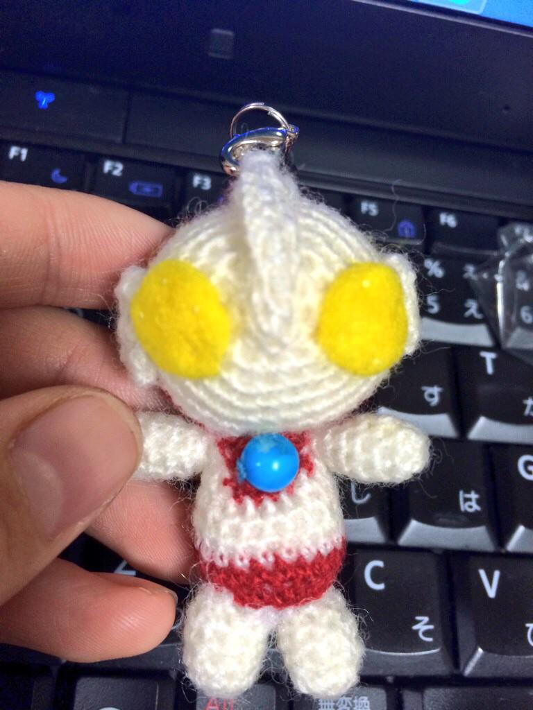 相変わらず作ってました、編みぐるみ。今回は小さめウルトラマン http://t.co/Cf8oCb3OJe