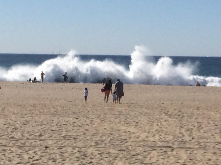 Serious waves in #venicebeach today! #lastory #mydayinLA @Venice311 http://t.co/VhgixunJy7