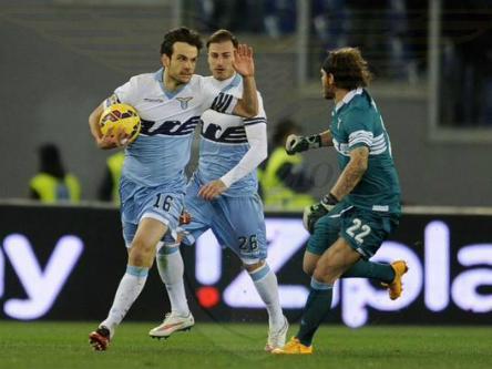 Milan thảm bại, Lazio đòi lại món nợ lượt đi