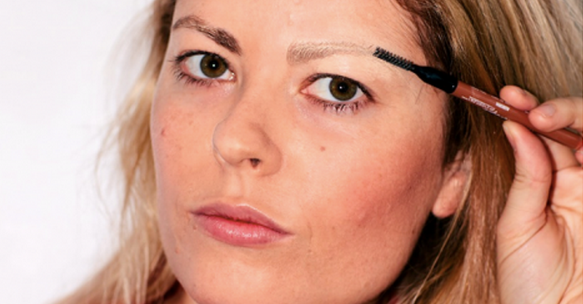 6 crazy new eyebrow trends anyone can try: http://t.co/EsskqdjFao http://t.co/9uwGXLCnHp