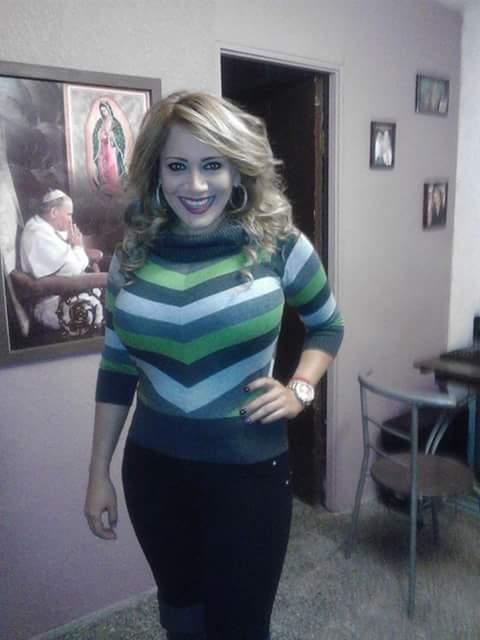 Mujer hermosa en programa de tele - 2 part 1
