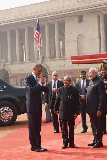 Pib india on twitter us president mr barackobama greeting india pib india on twitter us president mr barackobama greeting india in traditional indian way saying namaste at the ceremonial reception m4hsunfo