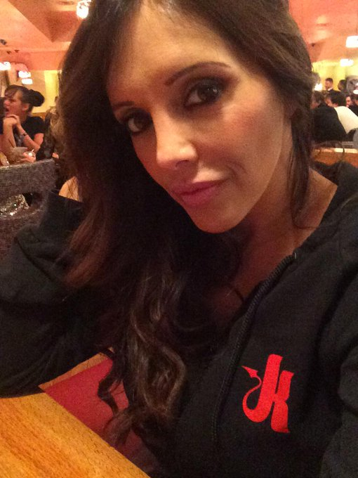 In Vegas @AEexpo missing my @kinkdotcom peeps @pornobobbie Brian, Jessie lee http://t.co/4t6QSgu6tn
